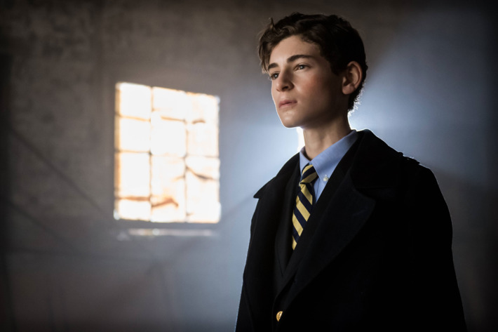 "GOTHAM: L-R: David Mazouz in the ""Rise of the Villains: The Son of Gotham"" episode of GOTHAM airing Monday, Nov. 23 (8:00-9:00 PM ET/PT) on FOX. ©2015 Fox Broadcasting Co. Cr: Jeff Neumann/ FOX"
