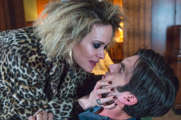 """AMERICAN HORROR STORY -- """"She Gets Revenge"""" Episode 510 (Airs Wednesday, December 16, 10:00 pm/ep) Pictured: (l-r) Sarah Paulson as Sally, Wes Bentley as John Lowe. CR: Prashant Gupta/FX"""