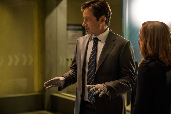 "THE X-FILES:  L-R:  David Duchovny and Gillian Anderson in the ""Founder's Mutation season premiere, part two, episode of THE X-FILES airing Monday, Jan. 25 (8:00-9:00 PM ET/PT) on FOX.  ©2016 Fox Broadcasting Co.  Cr:  Ed Araquel/FOX"