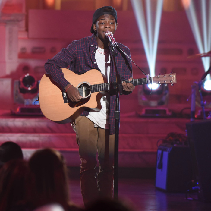 "AMERICAN IDOL: Contestant Lee Jean in the ""Showcase #3: 2nd 12 Performances"" episode of AMERICAN IDOL airing Wednesday, Feb. 17 (8:00-9:01 PM ET/PT) on FOX. © 2016 FOX Broadcasting Co. Cr: Ray Mickshaw / FOX."