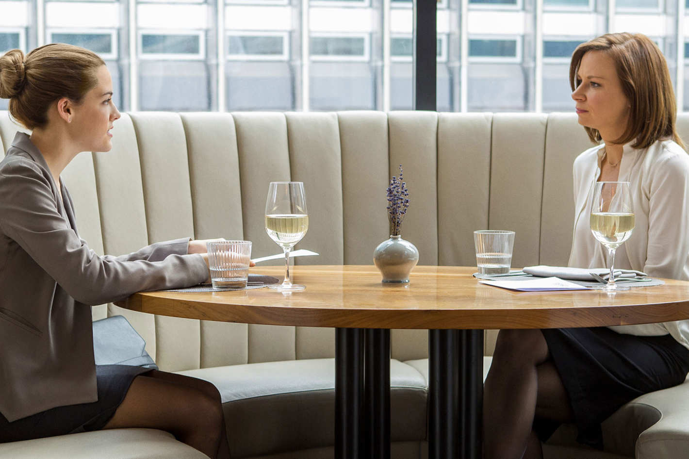 Girlfriend experience and glass | Porno photo)