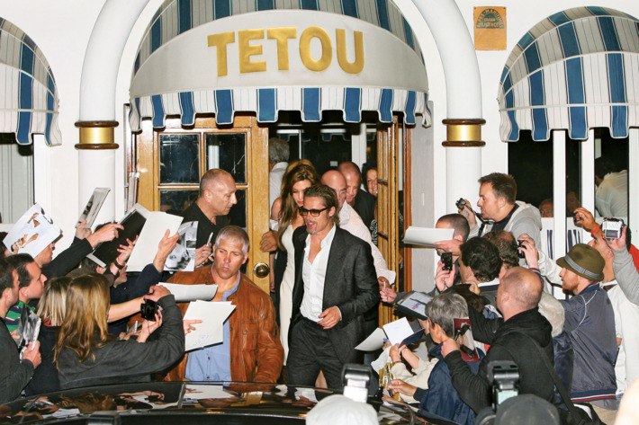 Brad Pitt and Angelina Jolie are surrounded by fans and photographers as they leave the Tetou restaurant in Cannes