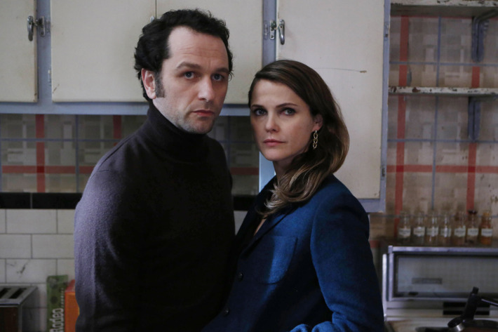 "THE AMERICANS -- ""Munchkins"" Episode 410 (Airs, Wednesday, May 18, 10:00 pm/ep) -- Pictured: (l-r) Matthew Rhys as Philip Jennings, Keri Russell as Elizabeth Jennings. CR: Craig Blankenhorn/FX"