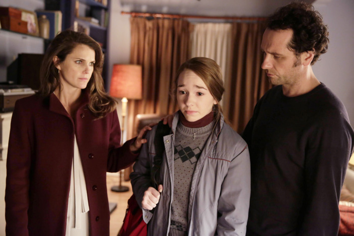"THE AMERICANS -- ""A Roy Rogers in Franconia"" Episode 412 (Airs, Wednesday, June 2, 10:00 pm/ep) -- Pictured: (l-r) Keri Russell as Elizabeth Jennings, Holly Taylor as Paige Jennings, Matthew Rhys as Philip Jennings. CR: Patrick Harbron/FX"