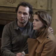 "THE AMERICANS -- ""The Magic of David Copperfield V. The Statue of Liberty Disappears"" Episode 408 (Airs, Wednesday, May 4, 10:00 pm/ep) -- Pictured: (l-r) Matthew Rhys as Philip Jennings, Keri Russell as Elizabeth Jennings. CR: Patrick Harbron/FX"