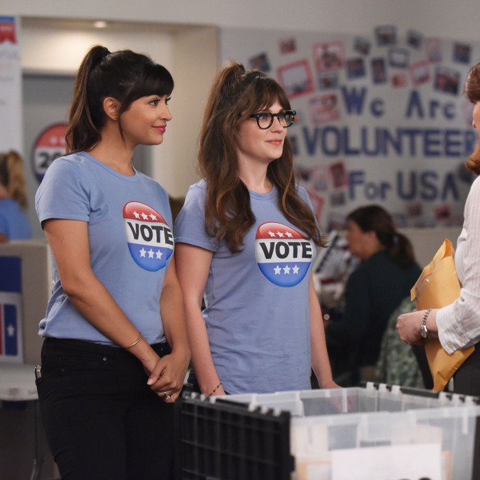 NEW GIRL: L-R: Hannah Simone and Zooey Deschanel in the