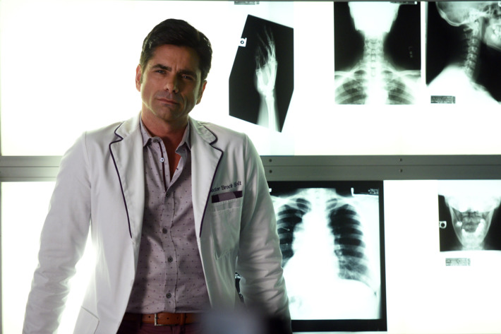 "SCREAM QUEENS: John Stamos in the all-new ""Scream Again"" season premiere episode of SCREAM QUEENS airing Tuesday, Sept. 20 (9:01-10:00 PM ET/PT) on FOX. Cr: Michael Becker / FOX. © 2016 Fox Broadcasting Co."