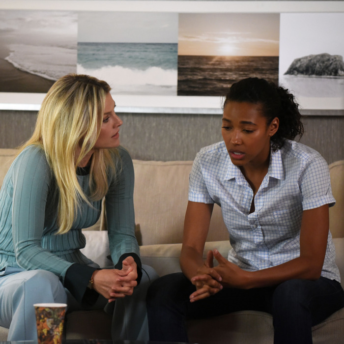 """PITCH: L-R: Ali Larter and Kylie Bunbury in the all-new """"The Break"""" episode of PITCH airing Thursday, Oct. 13 (8:59-10:00 PM ET/PT) on FOX. Cr: Ray Mickshaw / FOX. © 2016 FOX Broadcasting Co."""