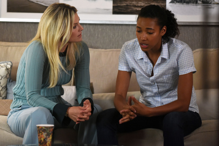 "PITCH: L-R: Ali Larter and Kylie Bunbury in the all-new ""The Break"" episode of PITCH airing Thursday, Oct. 13 (8:59-10:00 PM ET/PT) on FOX. Cr: Ray Mickshaw / FOX. © 2016 FOX Broadcasting Co."