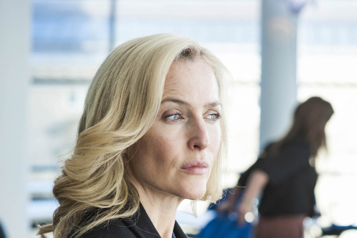 Gillian Anderson as DSI Stella Gibson.
