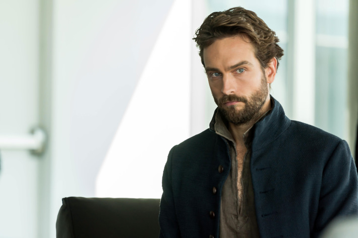 "SLEEPY HOLLOW: Tom Mison in the ""Heads of State"" episode of SLEEPY HOLLOW airing Friday, Jan. 20 (9:00-10:00 PM ET/PT) on FOX. ©2017 Fox Broadcasting Co. CR: Tina Rowden/FOX"