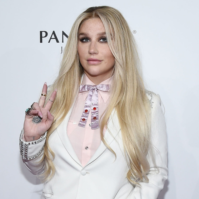 Sony 'cuts ties' with Dr Luke amid Kesha sexual allegations