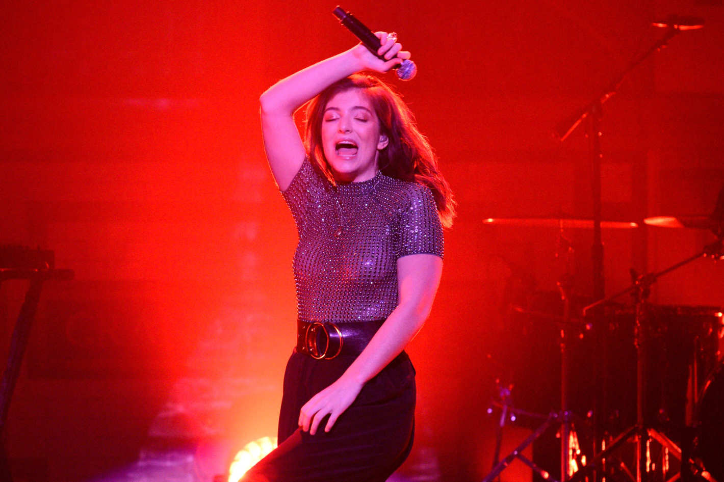 Were Lorde's Dance Moves Really That 'Bad' on SNL? A GIF Investigation