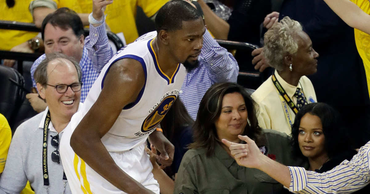 88cdd726fce52 Rihanna Apparently Heckled Kevin Durant During NBA Finals