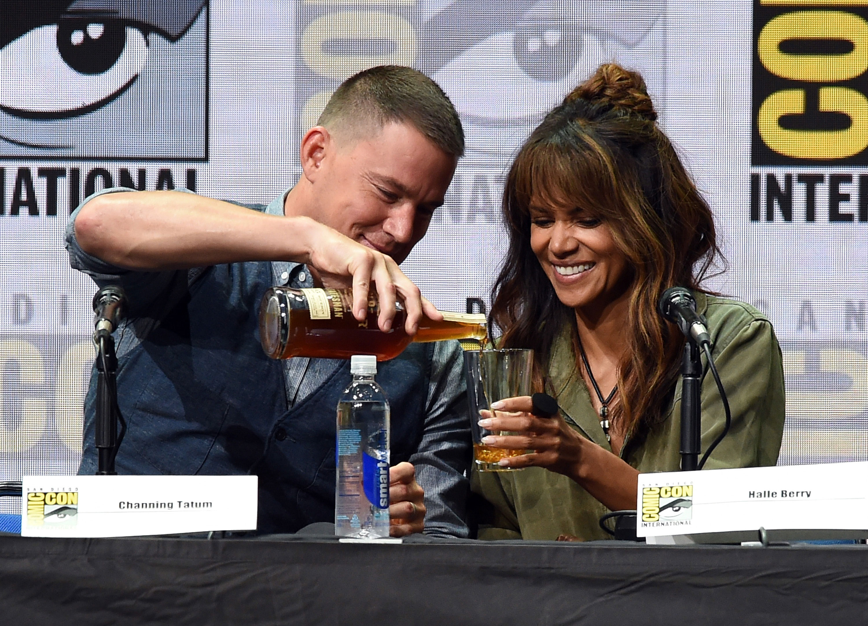 20 halle berry channing tatum drink comic con 2017 see halle berry drink bourbon onstage