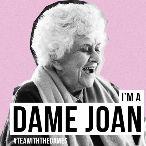 Joan Plowright in Tea With The Dames