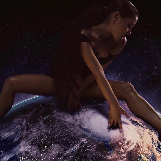 Where Is My Sweatshirt Of Ariana Grande Fingering The Earth