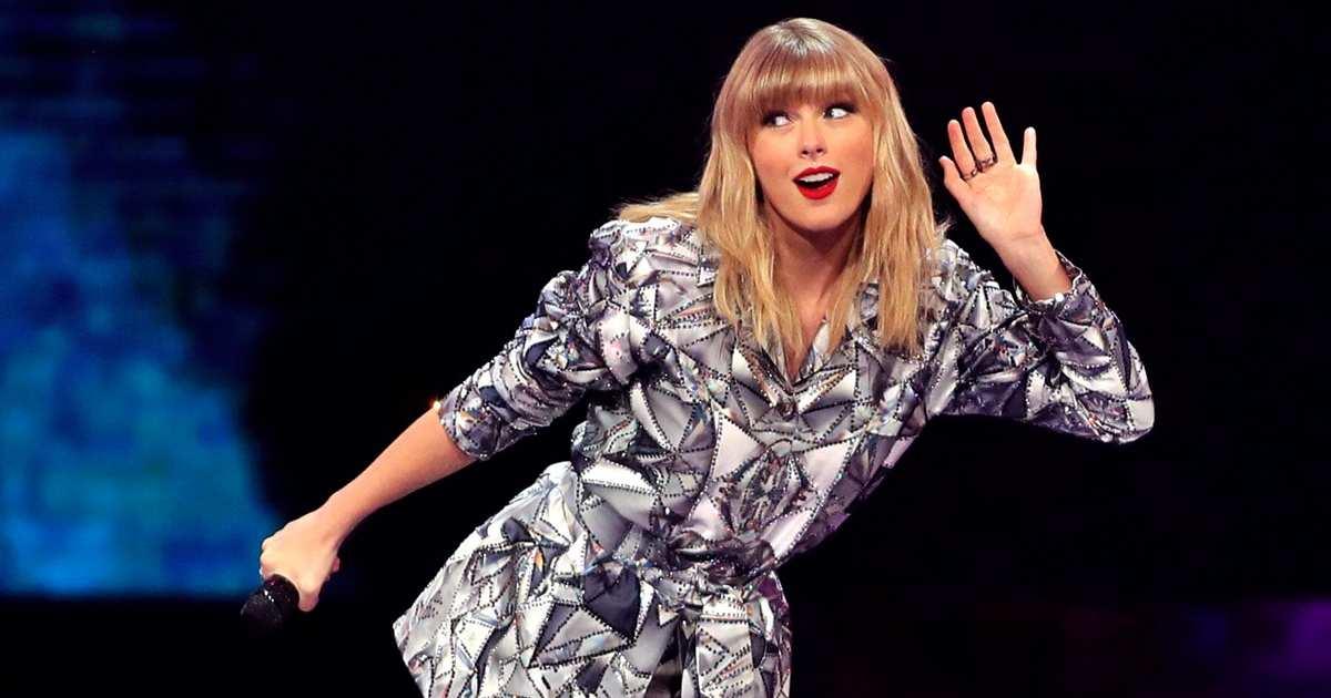 Taylor Swift Sends Fans for Scooter Braun, Scott Borchetta