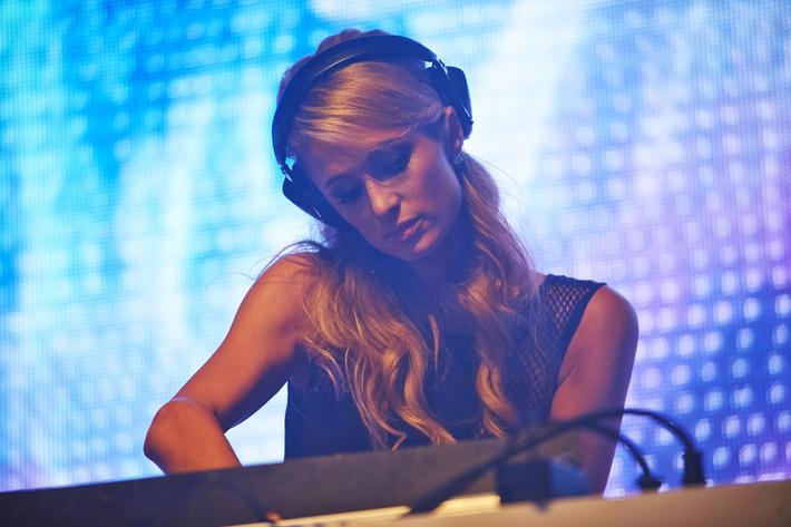 Paris Hilton, DJ.
