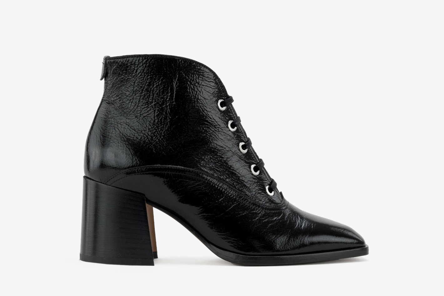 Jil boots in black patent