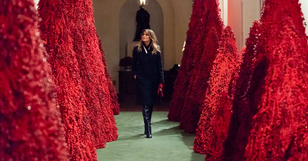 Melania Trump Christmas Decorations.Melania S Red Christmas Trees Are Being Stripped Of Berries