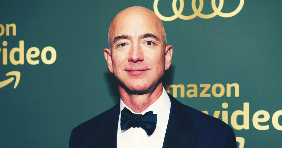 We Still Don't Know Who Leaked Jeff Bezos's Nudes