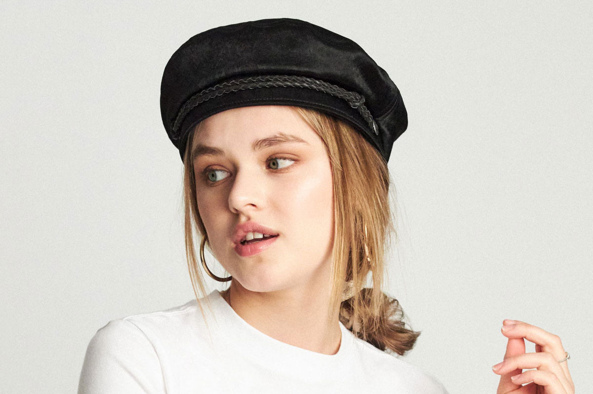 94262375e01d4 15 Women on Ways to Wear Hats This Winter