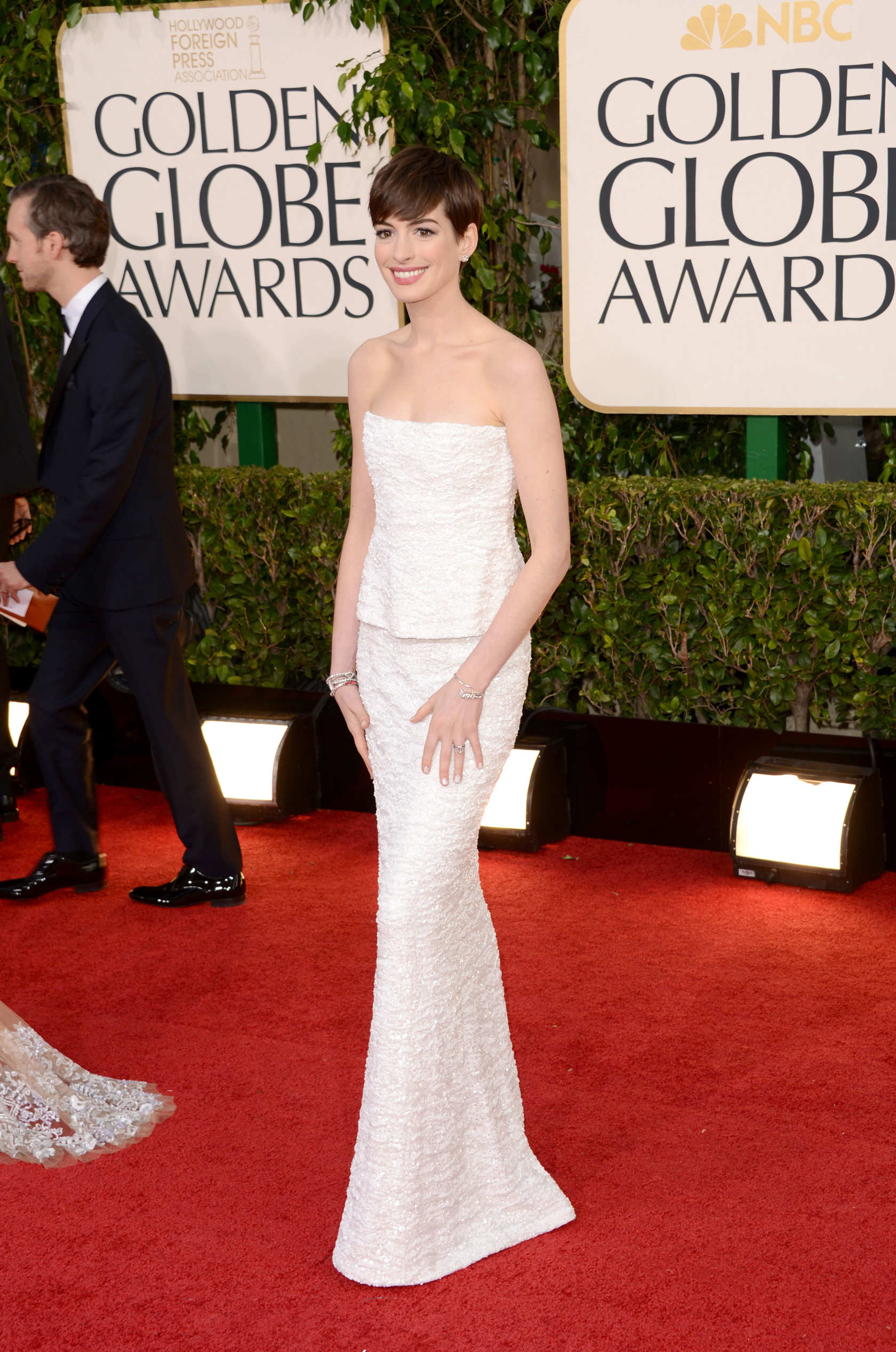 Anne Hathaway - All the Red Carpet Looks From the 2013 Golden Globes ...