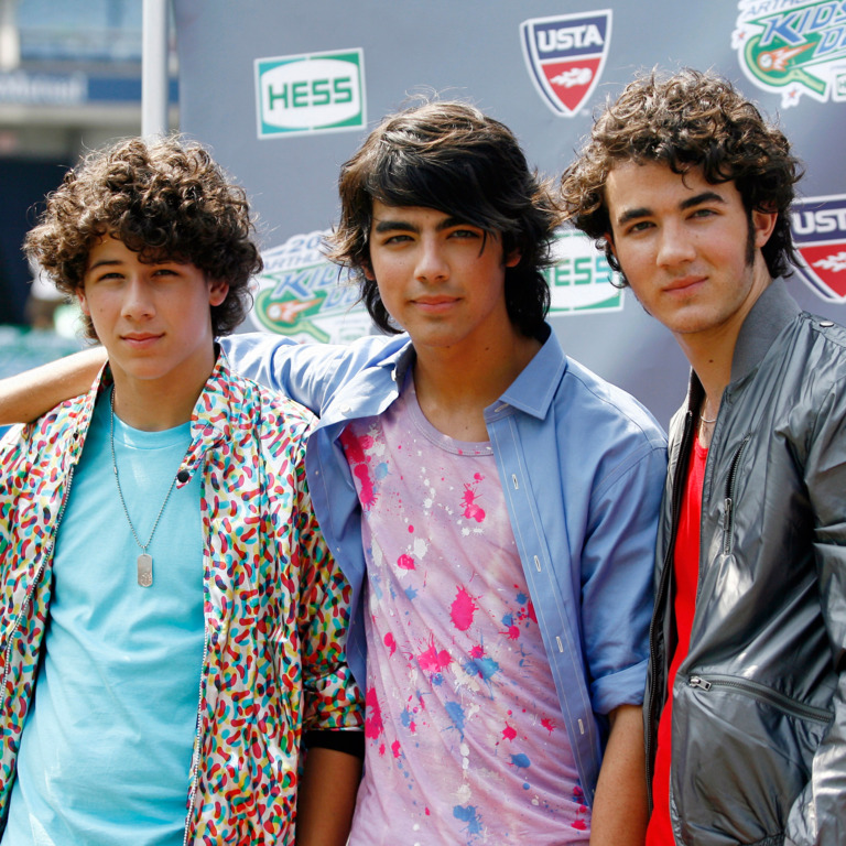kevin jonas brothers dating history Kevin jonas, born november 5th, 1987, is the eldest of the jonas brothers, a popular band from wycoff, new jersey kevin's full name is paul kevin jonas ii he plays the lead guitar for the jonas.